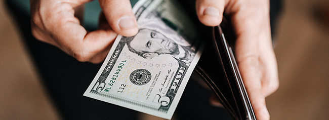 Cash Discounting vs. Surcharging: What Merchants Need to Know